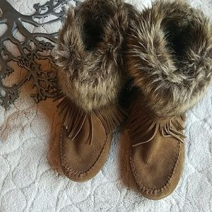 Minnetonka Fringe and Fur Ankle Boots Size 9.5